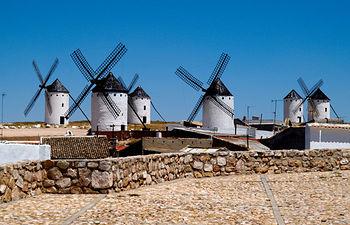 Molinos de viento en la Sierra de los Molinos, en Campo de Criptana (Ciudad Real).