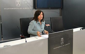 Carmen Oliver.