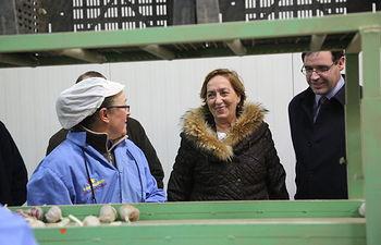 Soriano visita cooperativa de ajos en El Provencio. Foto: JCCM.