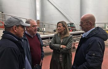 Merino mantiene un encuentro con agricultores en Miguel Esteban (Toledo).