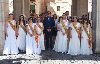 La Corporación Municipal y las Damas de la Feria de San Julián asisten a la misa del patrón de Cuenca en la Catedral