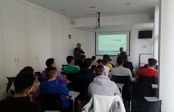 """15 jóvenes de Albacete se certifican como Monitores de Futbol en el marco del programa Incorpora de """"la Caixa"""""""