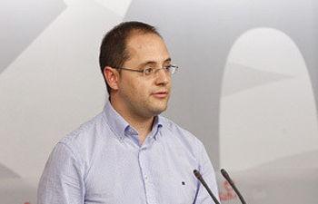 César Luena durnate la rueda de prensa