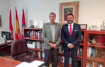 El alcalde de Azuqueca de Henares y el rector de la Universidad de Alcalá de Henares han mantenido una reunión para valorar los proyectos de colaboración desarrollados hasta el momento y estudiar la puesta en marcha de nuevas acciones.