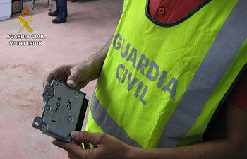 La Guardia Civil desmantela una organización dedicada a manipular el kilometraje de los vehículos para venderlos como coches de ocasión. Foto: Ministerio del Interior