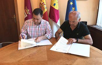 El Ayuntamiento de Albacete firma un convenio colaboración con la FAVA. 27-6-18