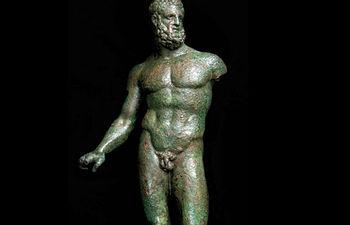 Imagen de un Hércules de bronce.