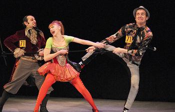Imagen de la obra teatral 'Absurdo ma non troppo' de la compañía Teatro de Malta, que ha recibido ayuda por parte del Gobierno de Castilla-La Mancha.