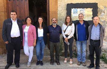 Olga Villanueva, diputada Cs Guadalajara, junto a David López, concejal Cs Molina y el equipo técnico de Geoparque, encabezado por Juan Manuel Monasterio.
