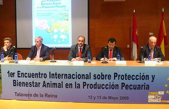 El consejero de Agricultura y Desarrollo Rural, José Luis Martínez Guijarro, en la clausura del Encuentro Internacional sobre Protección y Bienestar Animal en la Producción Pecuaria.