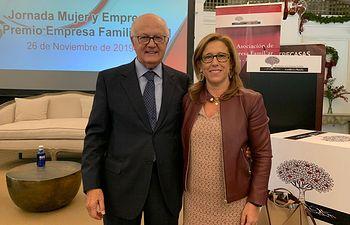 Juan Ignacio de Mesa, presidente de la Asociación de la Empresa Familiar de Castilla-La Mancha, junto  a Pilar Alía, senadora del Partido Popular por Toledo.