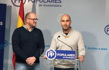Lucas Castillo y Sergio Sánchez, de NNGG Guadalajara, en la presentación del Congreso Provincial.