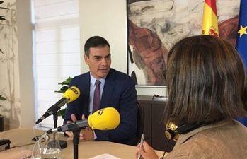 """Pedro Sánchez es entrevistado por Angels Barceló en el programa """"Hoy por hoy"""" de la Cadena SER."""