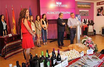Las muñecas romanas de Ontur, protagonistas en el estand de la Diputación de Albacete