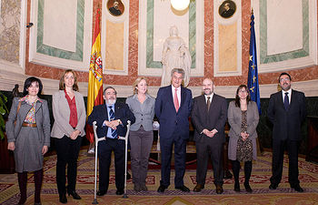 El Presidente del Congreso y la Presidenta de la Comisión para las Políticas Integrales de la discapacidad con una delegación del CERMI