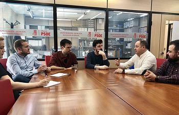 Reunión candidato socialista a la Alcaldia, Emilio Sáez, con Asociación Nexus.