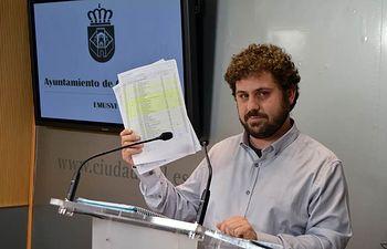Jorge Fernández pide explicaciones a los anteriores dirigentes de la EMUSVI por facturas en restaurantes
