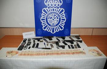 La Policía Nacional detiene a un joven en Barcelona que pretendía vender armas de fuego a bandas latinas. Foto: Ministerio del Interior