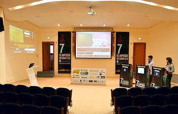 El salón de actos de la Escuela de Informática de Ciudad Real, transformado en un plató, acogerá mañana las Olimpiadas