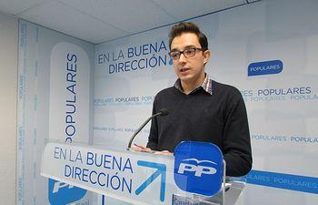 Alberto Valdelomar.