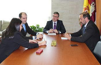 Reunión Marcial Marín con José Julián Garde. Foto: JCCM.
