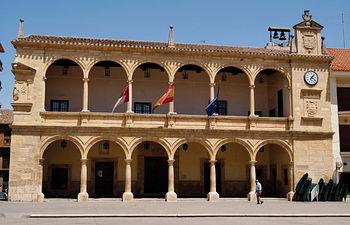 Edificio del Ayuntamiento de Villarrobledo, una de las obras más importantes de la arquitectura civil renacentista realizada en La Mancha en el siglo XVI.