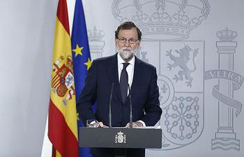 El presidente del Gobierno, Mariano Rajoy, durante su comparecencia en la Moncloa a propósito de la situación en Cataluña. Pool Moncloa / Diego Crespo