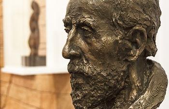 Exposición permanente de la obra de José de Creeft en el palacio de La Cotilla.