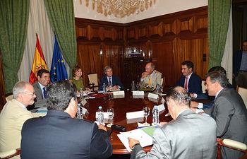 Isabel García Tejerina se reúne con directivos de la Asociación Nacional de Industriales Envasadores y Refinadores de Aceites Comestibles. Foto: Ministerio de Agricultura, Alimentación y Medio Ambiente