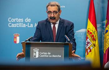 El consejero de Sanidad, Jesús Fernández Sanz, comparece en las Cortes Regionales para presentar el proyecto de presupuestos 2020 en materia sanitaria. (Fotos: A. Pérez Herrera // JCCM).