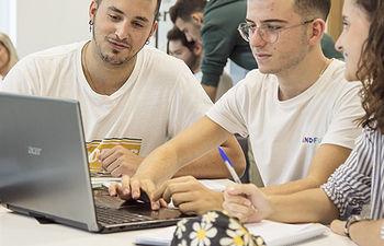 La UCLM finalizará el curso académico 2019-2020 impartiendo docencia no presencial. Foto: Other Lands