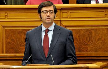 Romaní durante su intervención en el Pleno de las Cortes. Foto: JCCM.
