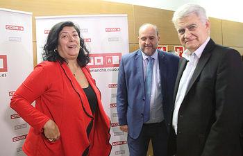 El vicepresidente del Gobierno regional, José Luis Martínez Guijarro, asiste a la entrega del Premio 'Abogados de Atocha' a la escritora Almudena Grandes, en el Palacio de Congresos de Toledo. (Foto: Álvaro Ruiz // JCCM)