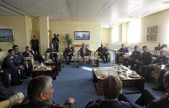 Morenés reunido con los militares por las condecoraciones por evacuacion ébola (EFE). Foto: EFE.