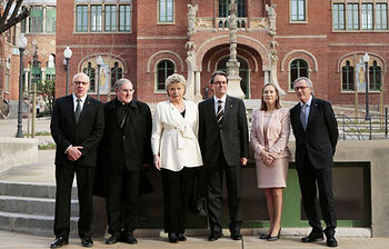 La ministra junto al presidente de la Generalitat catalana, Artur Mas, y otras autoridades (Foto: Fomento)