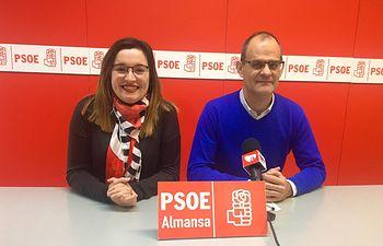 Clara López y Manuel Serrano.