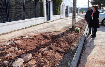 Reparado parte del acerado de la Avenida de las Bodegas de Alcázar.