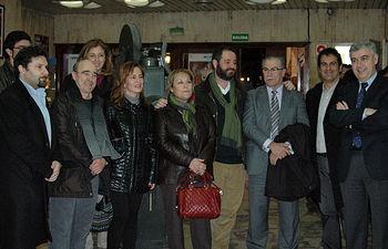 Fotográfía de grupo de los presentes en el acto de inauguración