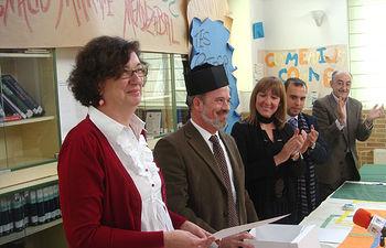 La Consejera de Educación y Ciencia, María Ángeles García, durante el encuentro homenaje al profesor Ignacio Martínez Mendizábal que ha tenido lugar en el IES Profesor Domínguez Ortiz de Azuqueca de Henares con motivo de la celebración del Día del Centro.
