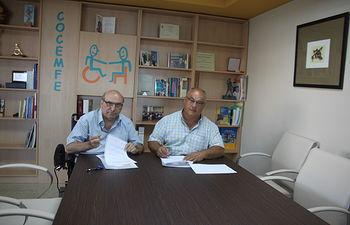 Firma del convenio entre COCEMFE Albacete y Castilla-La Mancha Inclusiva.