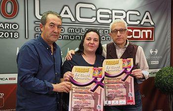 José Antonio Aparicio y Verónica García, activistas de la Red Feminista de Albacete, junto al director del Grupo Multimedia de Comunicación La Cerca, Manuel Lozano