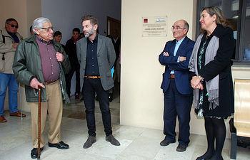Manuel Carrero de Dios, Rafael Villena, Ricardo Izquierdo y Rosa Ana Rodríguez tras el descubrimiento de la placa.