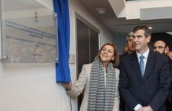 Dolores Cospedal y Antonio Román durante la inauguración del Centro de Familia