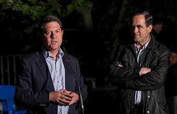 Emiliano García-Page y José Bono, en el cierre de campaña del PSOE de Castilla-La Mancha en El Salobre (Albacete).
