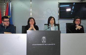 Moción conjunta de los grupos municipales de IU y PSOE con motivo del día internacional de la mujer, a petición de CCOO y UGT
