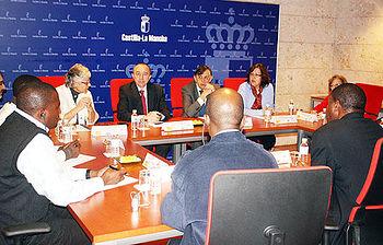 Lamata se reunió en Toledo con la delegación sanitaria de Mozambique.