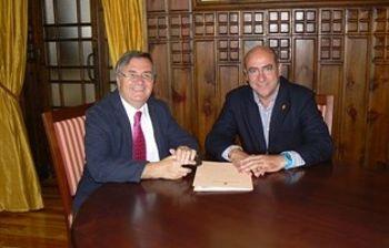 García-Tizón con el alcalde de Quismondo