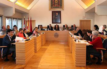 El Pleno del Ayuntamiento aprueba de forma inicial el proyecto de presupuesto para 2015