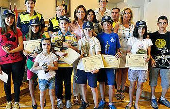 Premios para los ganadores del Parque Infantil de Tráfico