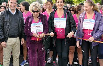 La alcaldesa de Ciudad Real, Rosa Romero, ha participado en la carrera de la mujer solidaria celebrada en la capita